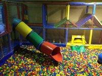 gran piscina de bolas