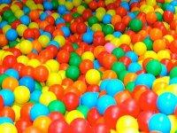 piscina de bolas txiki park