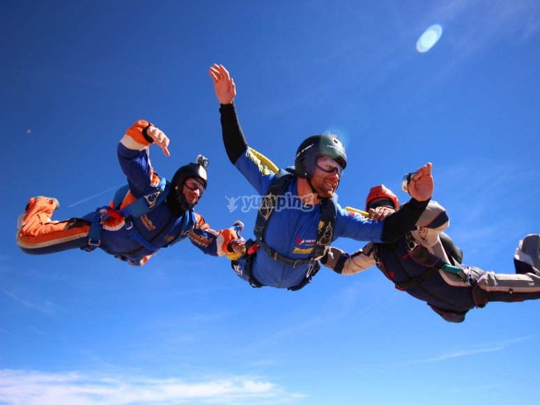 7 saltos en paracaidas