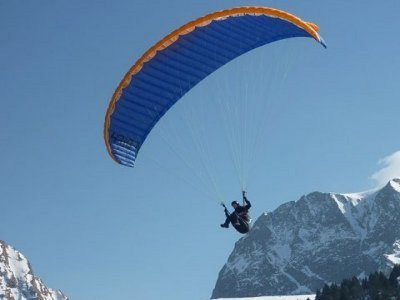 滑翔伞飞行与照片和视频Grandvalira
