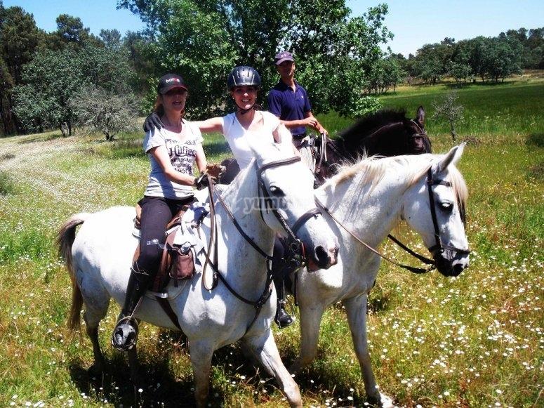 Ruta a caballo por las dehesas extremenas