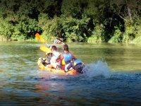 Practicando remo en una ruta por el Ebro