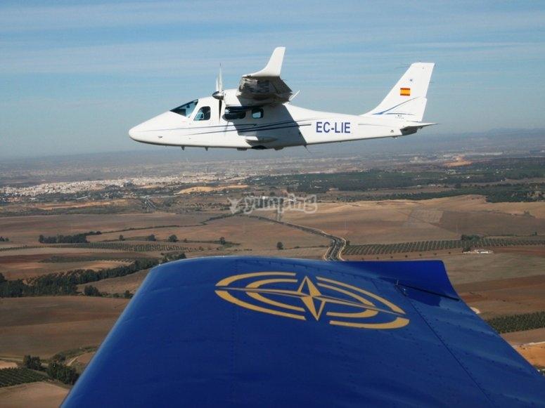 小型飞机平行