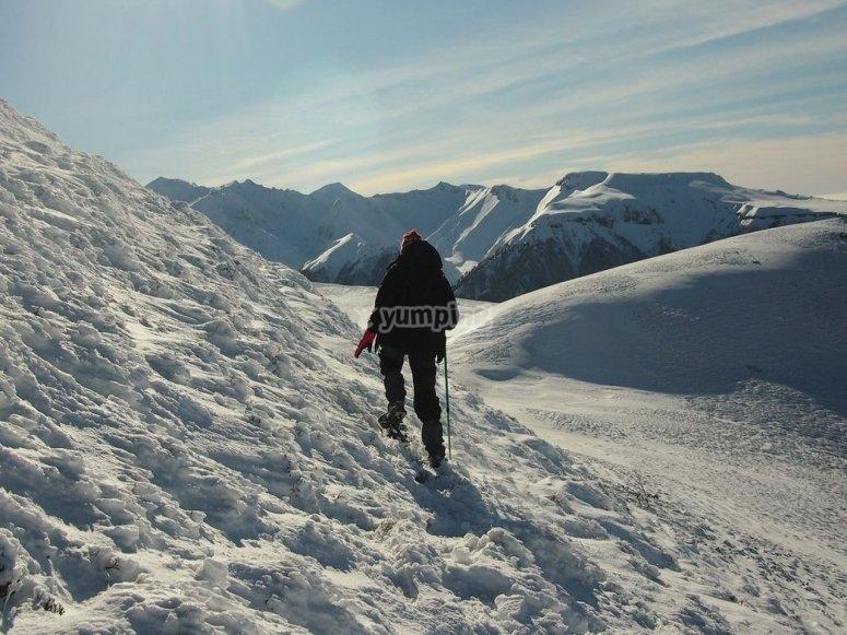 ruta con raquetas de nieve en asturias
