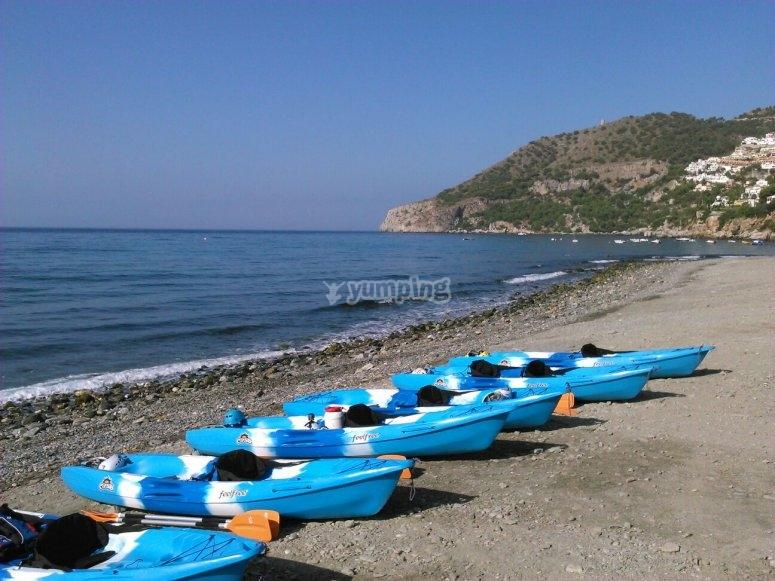 海边的独木舟