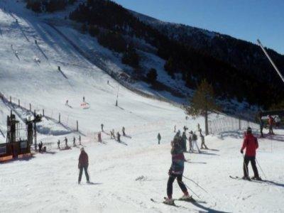 Clase de esquí adulto 2h en la Masella