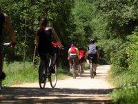 Ciclistas alojandose