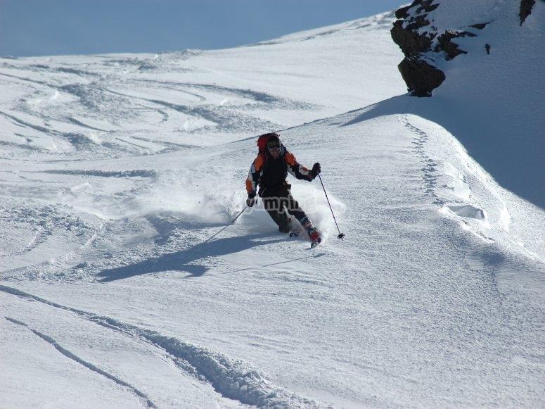 下坡穿越雪地--999-雪坡