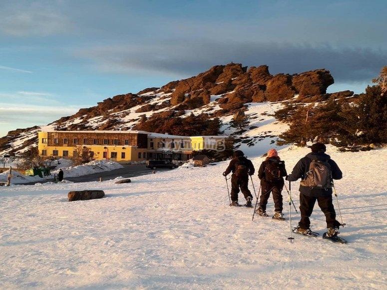 De paseo por Sierra Nevada con las raquetas de nieve