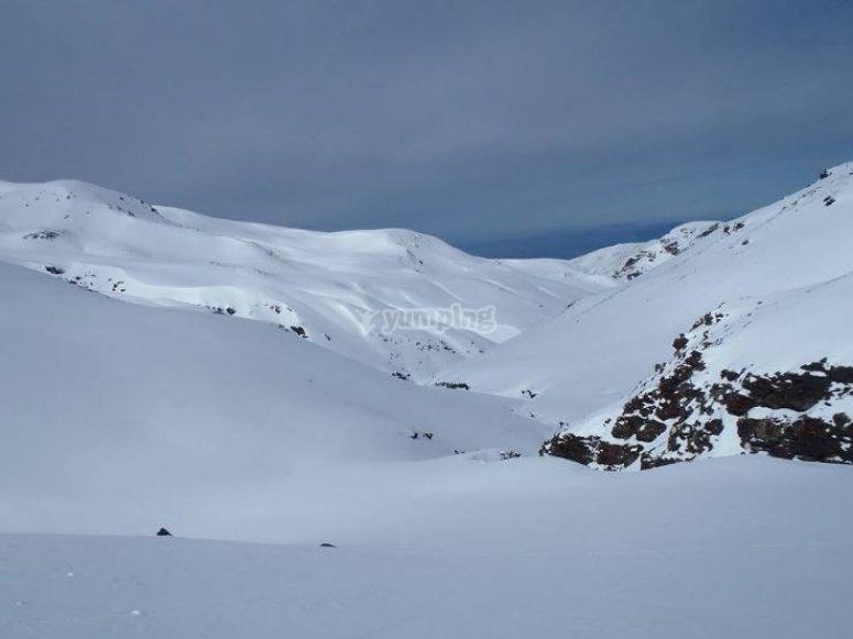sierra nevada con nieve