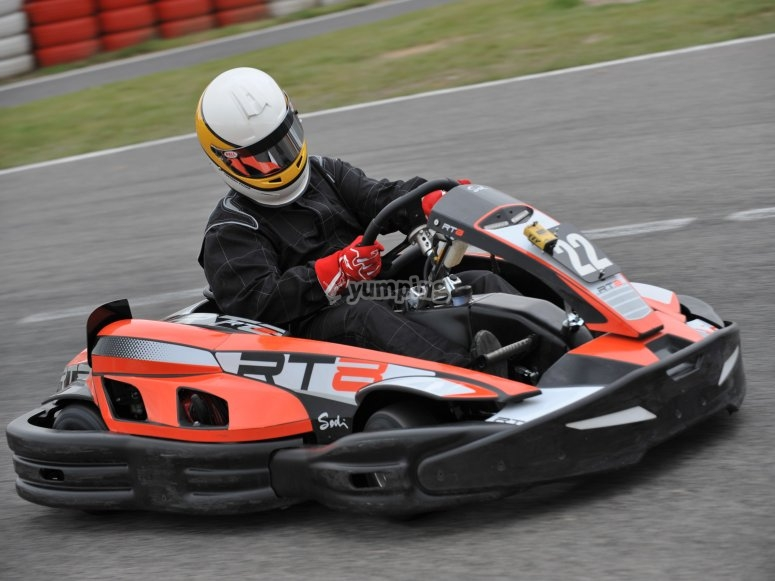 Fare una curva in kart