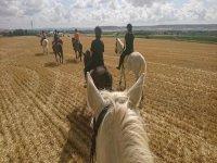 Recorriendo los alrededores de Magaz en caballo