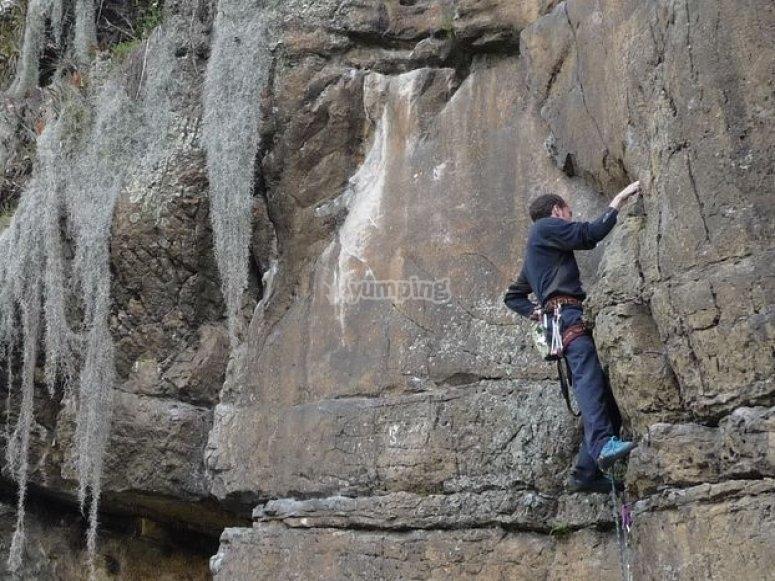 escalando por la montana