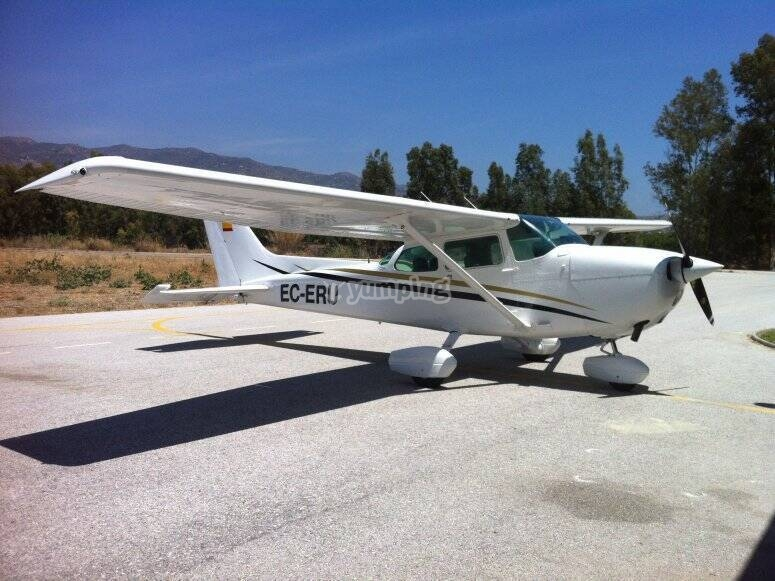 塞斯纳从马拉加起飞的飞机