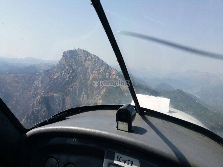 通过哈恩(Jaén)乘坐轻型飞机