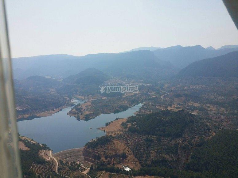 Vista aérea de embalse en Jaén