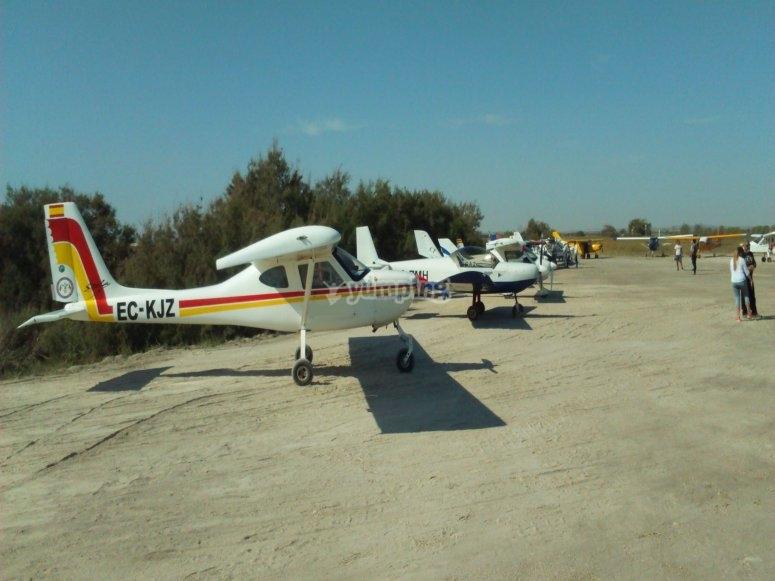 在哈恩(Jaén)乘坐轻型飞机的轮子