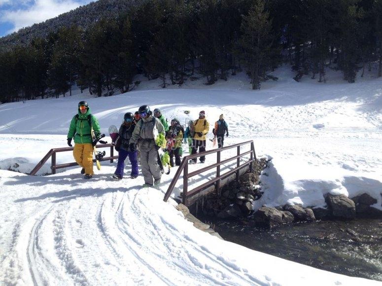 Yendo a practicar snowboard
