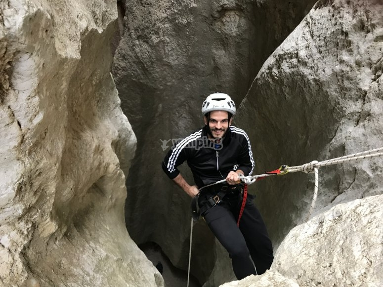 Starting the rappelling