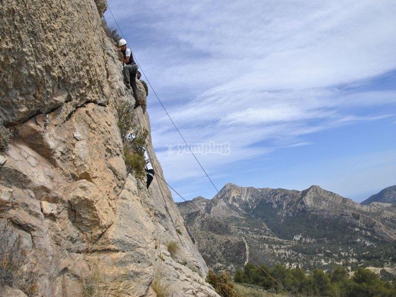 Escalada en paredes rocosas