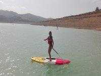 Viñuela水库的桨冲浪