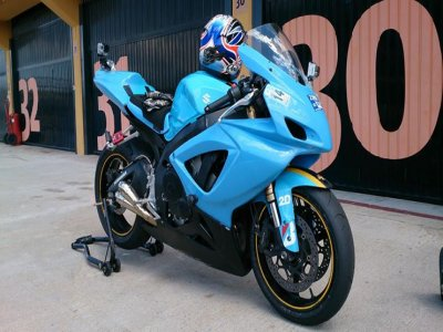 Rent and ride a GSXR 600 Suzuki circuit training