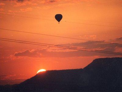 气球飞行在巴塞罗那与早餐和照片