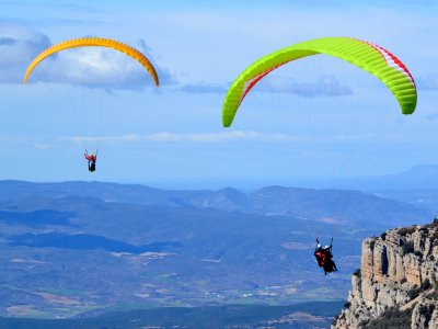 在Ager的双座滑翔伞飞行20分钟