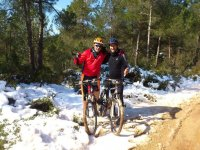 一起骑自行车,即使下雪了