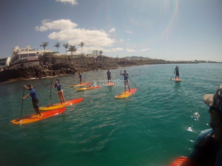 Hacer paddle surf en Lanzarote