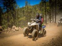 Levantando polvo con el quad