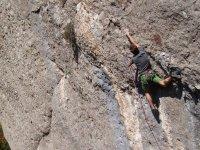 chico en la roca