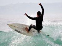 Diviértete y aprende a surfear