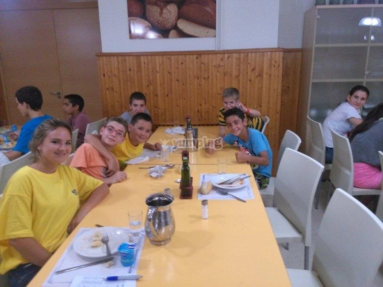卡索拉(Cazorla)营地的午餐时间