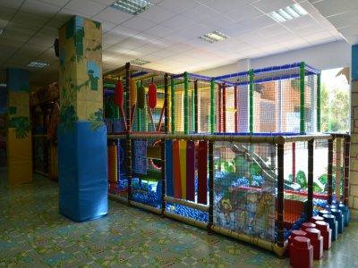在萨拉戈萨的游乐场玩一小时的游戏