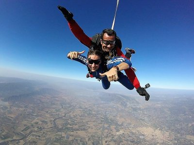 Valentine's Day parachute jump + video and photos