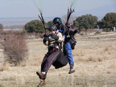 Vuelo en parapente biplaza Somosierra 600 metros