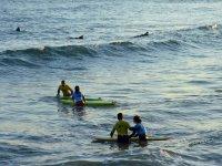 Entrando con las alumnas al agua