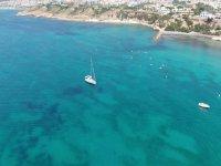 La nostra barca a vela che naviga nel Mediterraneo