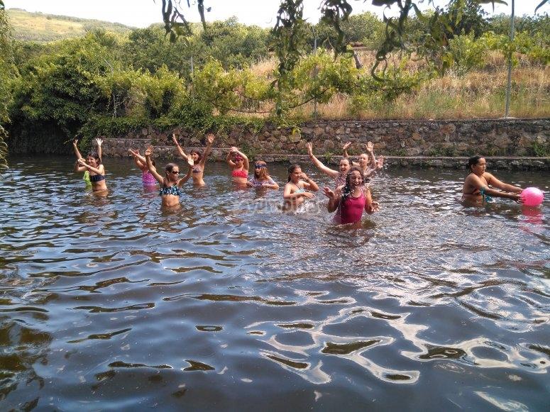Chapuzón en la piscina natural de La Vera