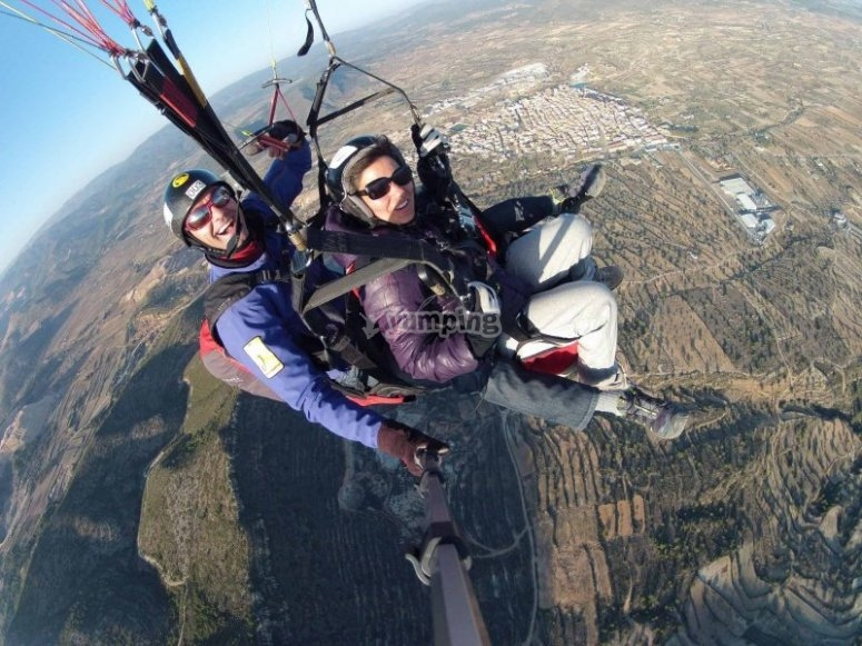 An exciting paragliding flight in Alicante