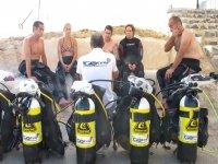 Preparando las botellas de oxigeno