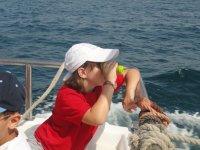 Asomandose desde el barco