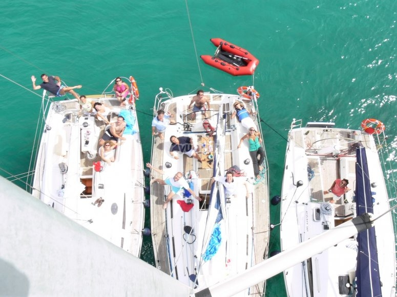 Barcos fondeados