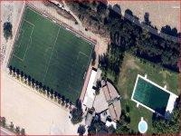 Piscina y campo de fútbol