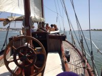 帆船乘坐开胃菜在huelva