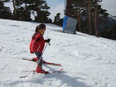 Bautismo de esquí para niños en Puerto Navacerrada