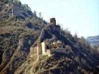 Castillo en la ladera del monte