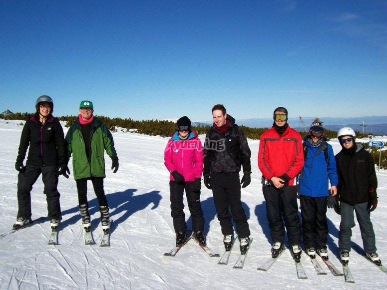 preparados para la clase de esqui en astun