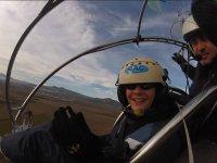 与滑翔伞飞行员一起飞行